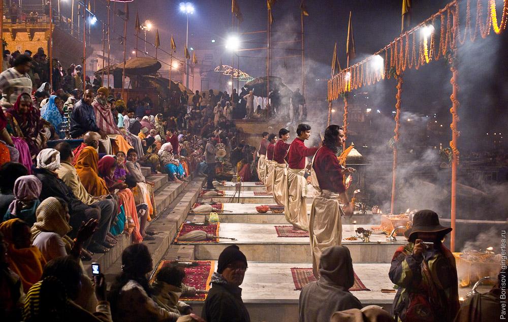 Молитва Гангу. Варанаси. Индия
