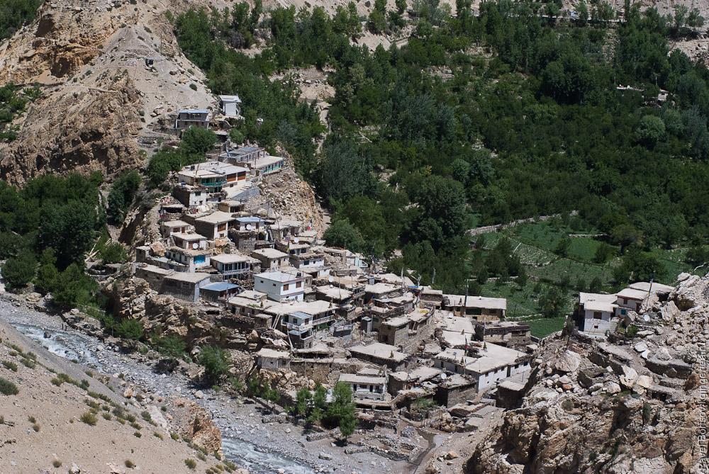 Лео, Leo village