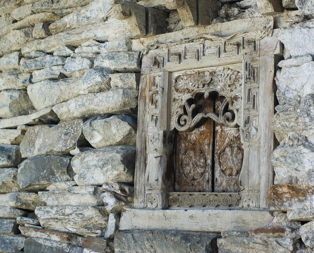 Древняя резьба в монастыре Ташиганг