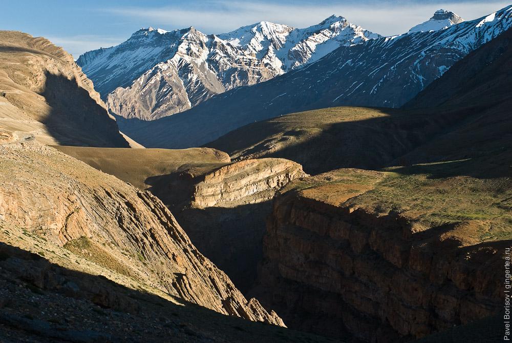 глубокий каньон реки Парилунгби в Спити, river canyon in Spiti