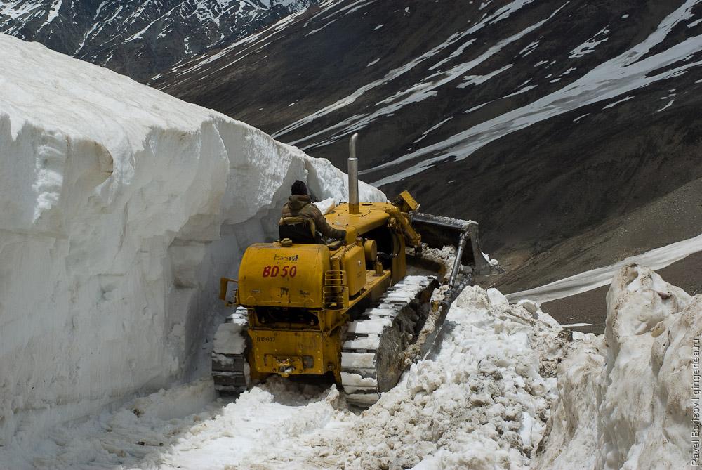 бульдозер в Лахуле, bulldozer in Lahaul