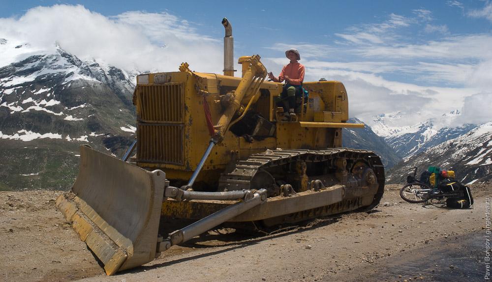 бульдозер на перевале Ротанг, Rohtang pass bulldozer