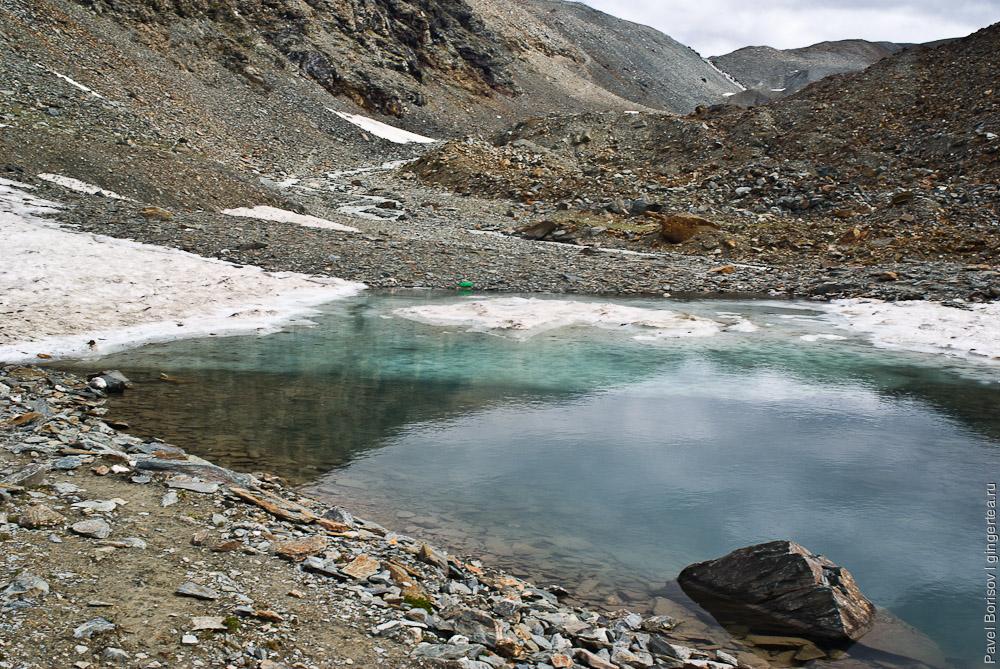 Озерцо под перевалом Шинго-Ла