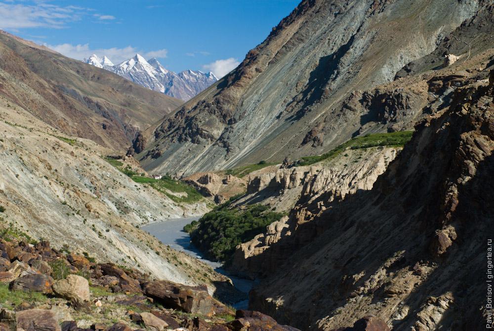 Узкое ущелье реки Царап-Чу