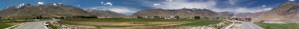 Около деревни Падум - столицы Занскара. Круговая панорама долины