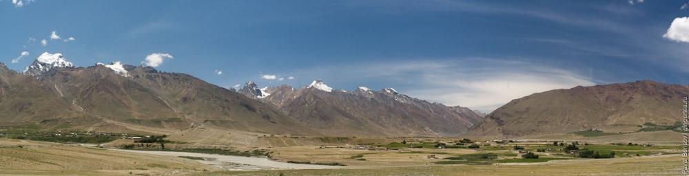 Панорама долины в месте слияния рек Занскар и Царап-Чу