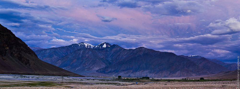 Долина реки Дода (другое название - Стод) после заката, Занскар, Индия