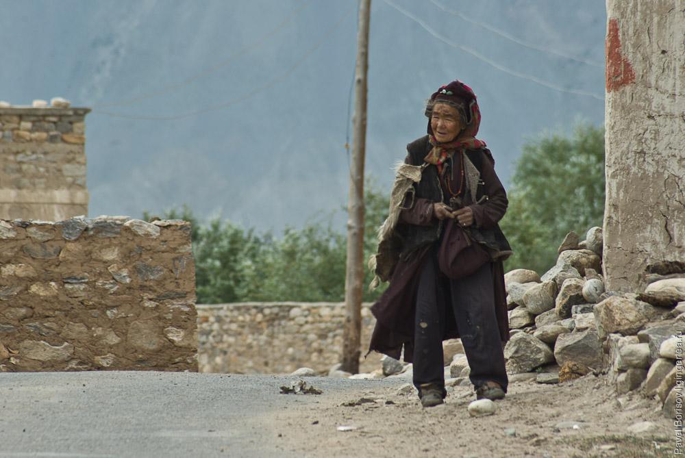 Тибетская бабушка в селе Сани, Занскар, Индия