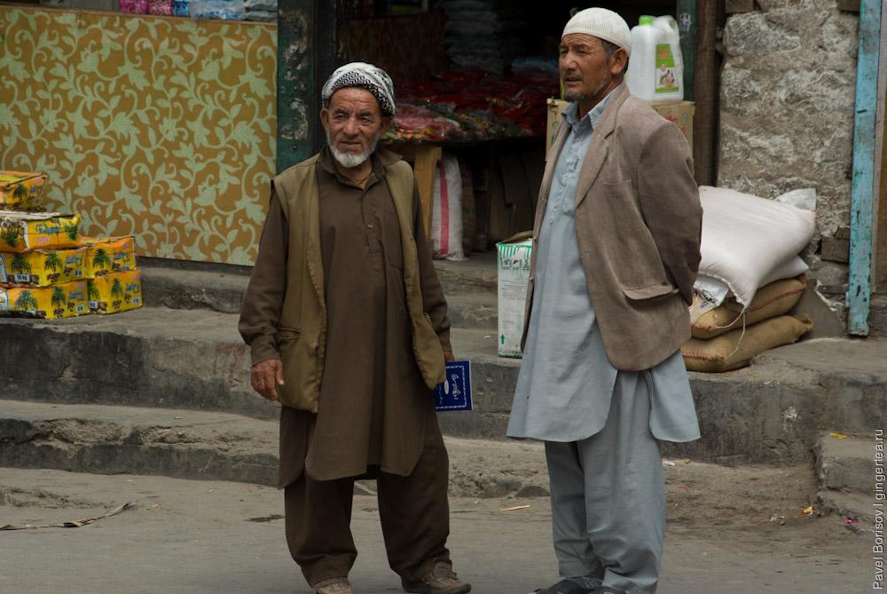 мусульмане в традиционной одежде