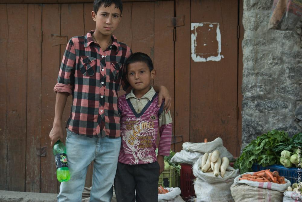 мусульманские дети фотографируются