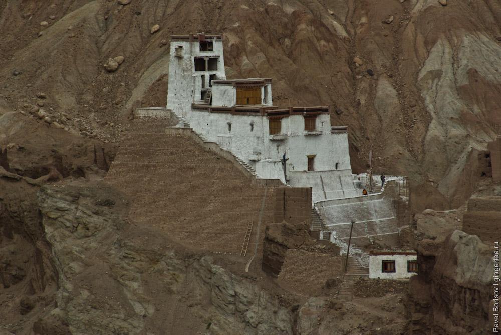 буддийский монастырь по дороге из Шринагара в Лех