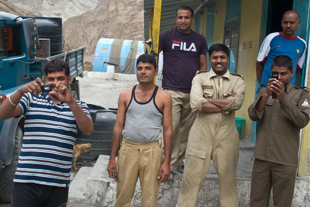 на базе дорожных рабочих в Ладакхе