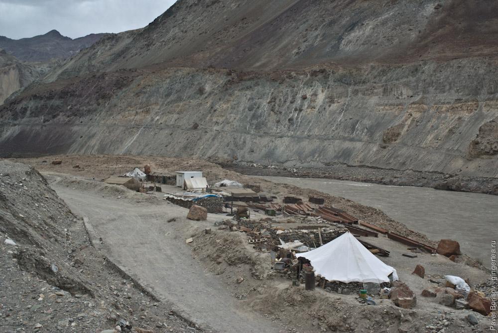 база BRO на строящейся дороге из Ладакха в Занскар