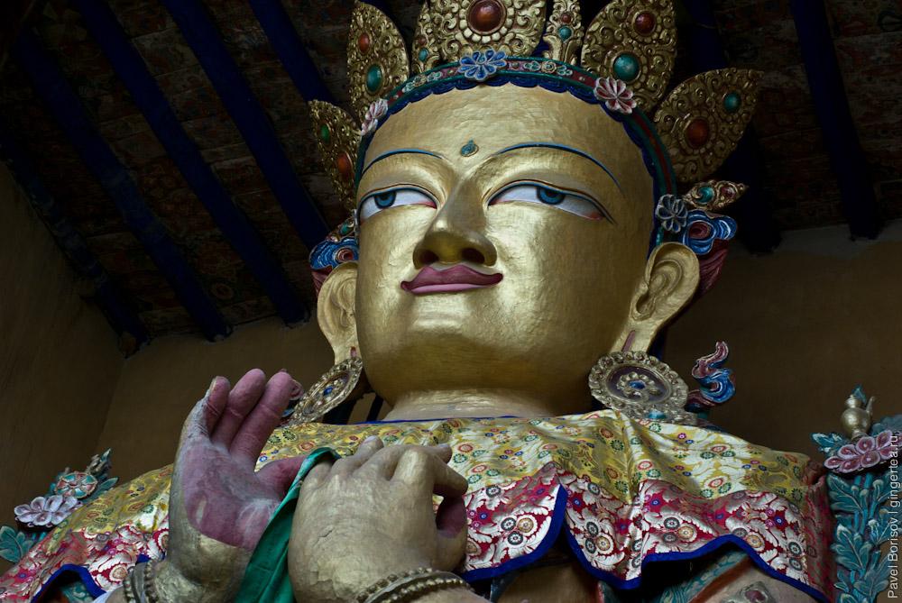 статуя Будды в городе Лех в Ладакхе