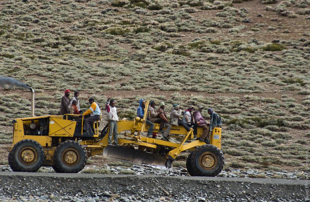 индийские рабочие из BRO едут