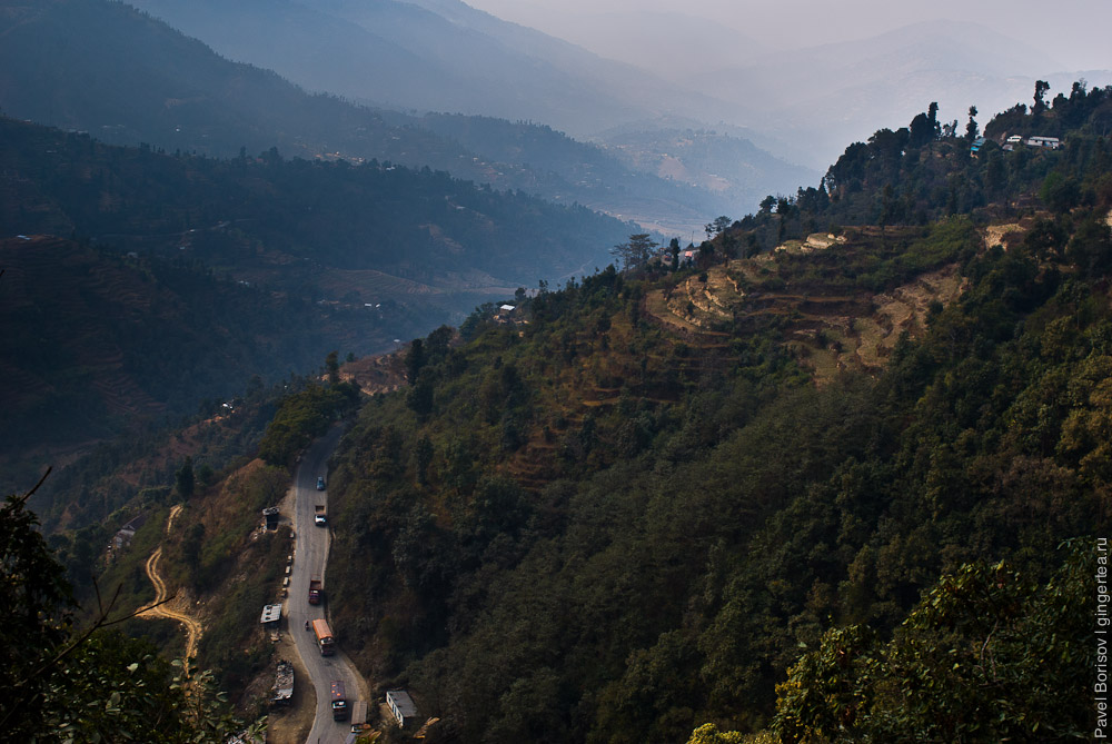 Долина притока реки Трисули с перевала около Катанду