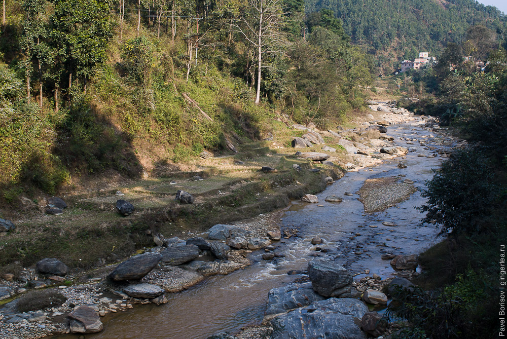 Приток реки Трисули около трассы Катманду-Покхара