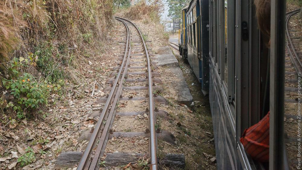 подъем реверсами на крутой склон Дарджилингская Гималайская железная дорога