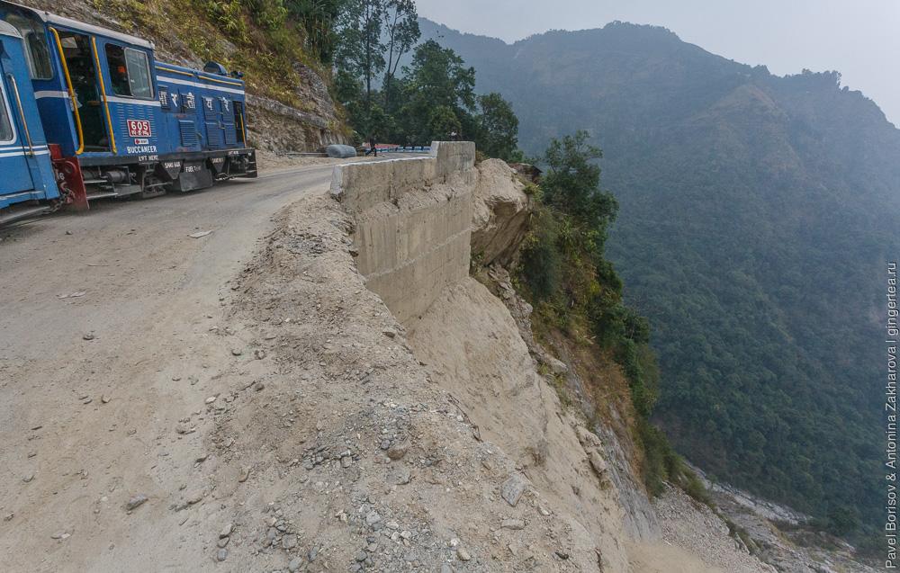 Поезд сошел с рельсов Дарджилингская Гималайская железная дорога