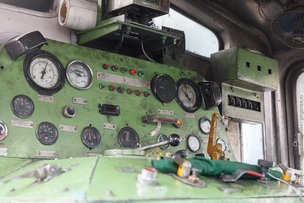 Узкоколейный тепловоз, панель управления, Дарджилингская Гималайская железная дорога
