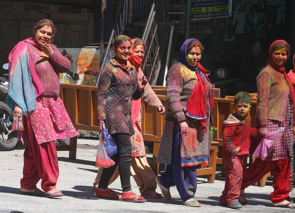 праздник Холи в Гималаях