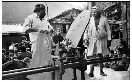 паланкин для девата, долина Куллу, фотография из книги