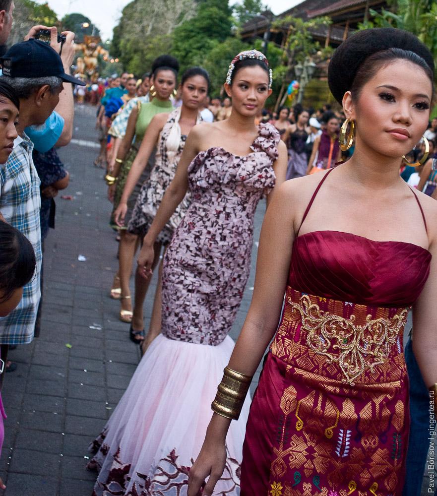 Балийские девушки   показ мод в Убуде