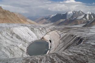 Горный поход из Казахстана в Киргизию через два хребта к озеру Иссык-Куль