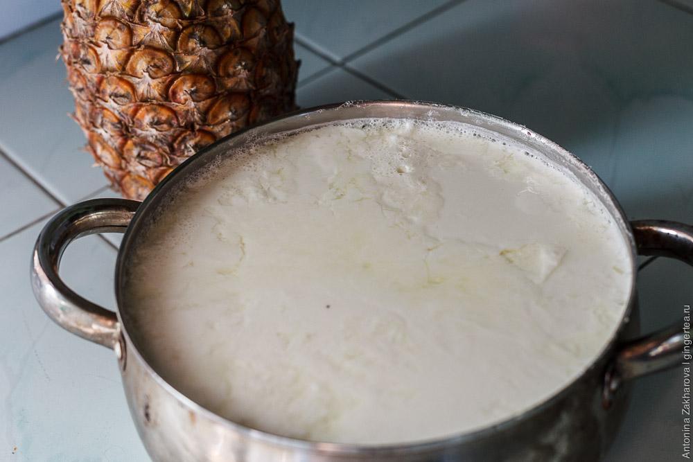 кастрюля с домашним йогуртом