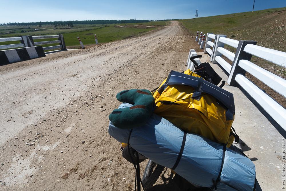 велосипед с детским креслом, солнечной батареей и подушкой для сна