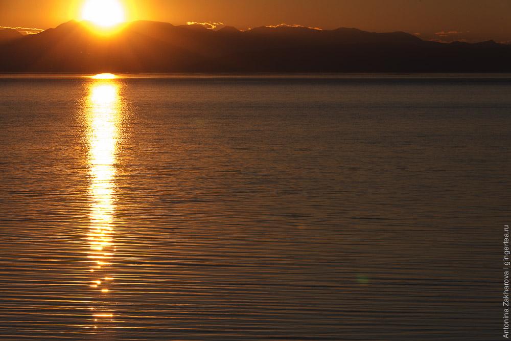 закат на озере Хубсугул в Монголии