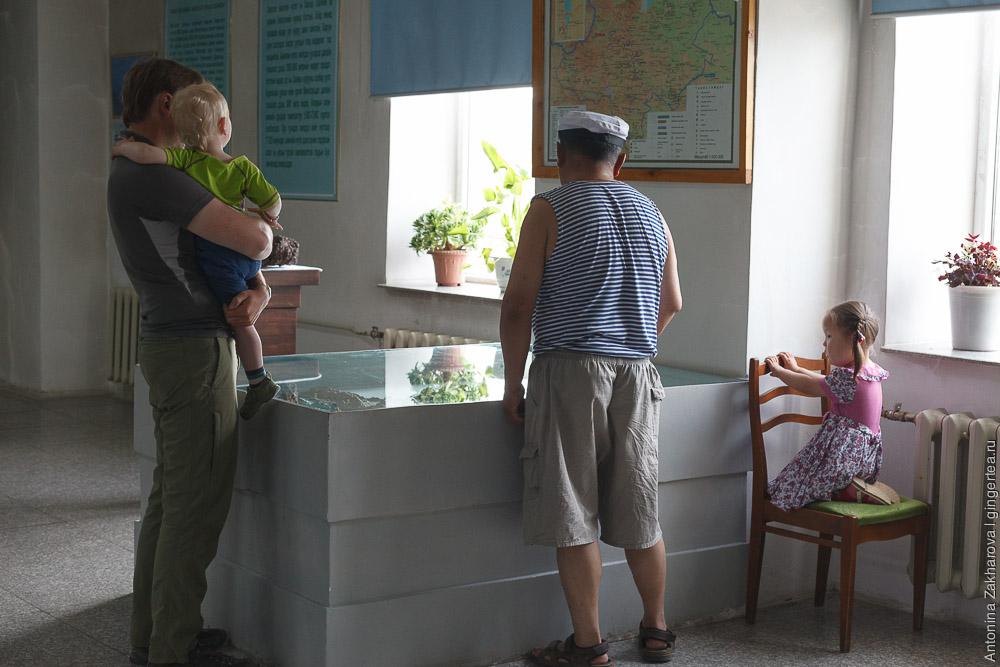 посетители в музее Хубсугульского аймака в Монголии