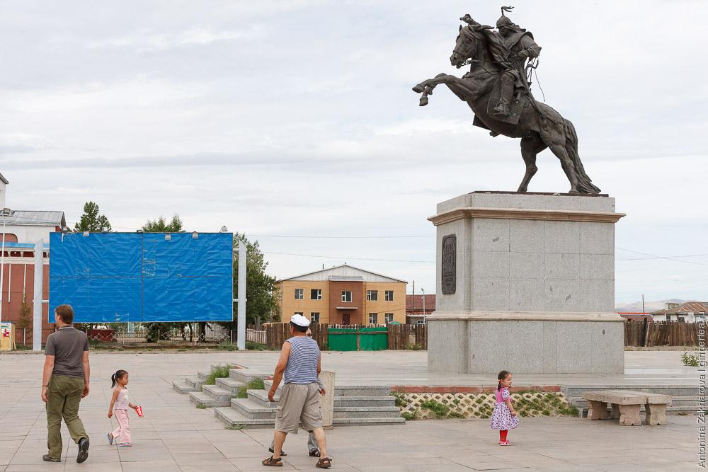 статуя Чингунжава в Мурэне