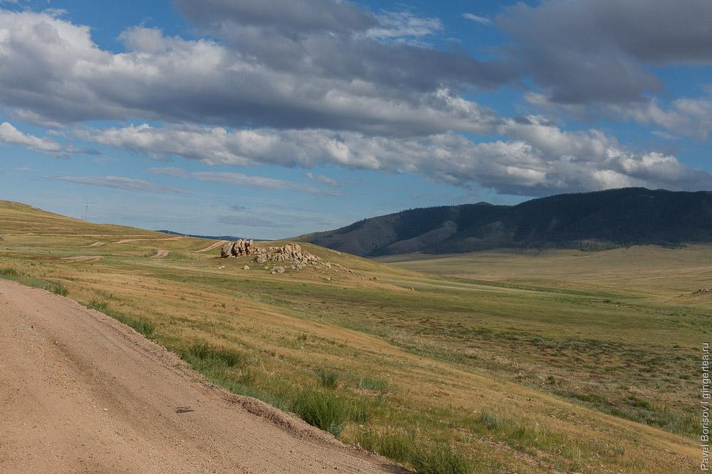 широкая долина в Монголии
