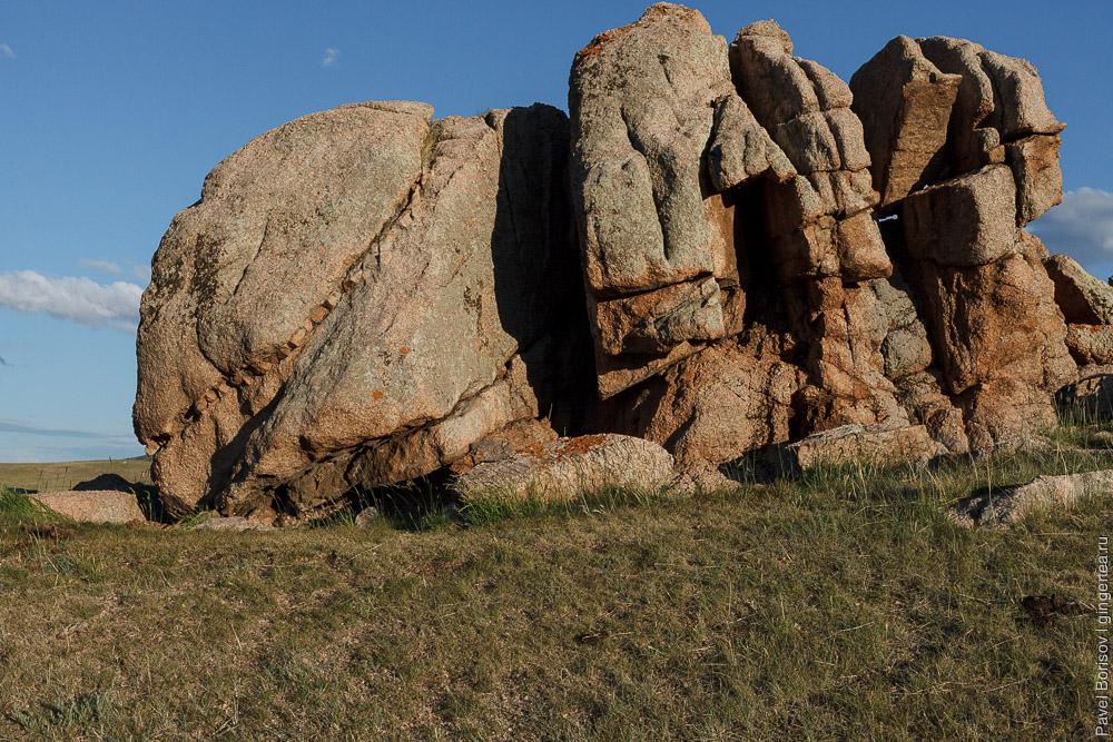 скалы-останцы в Монголии