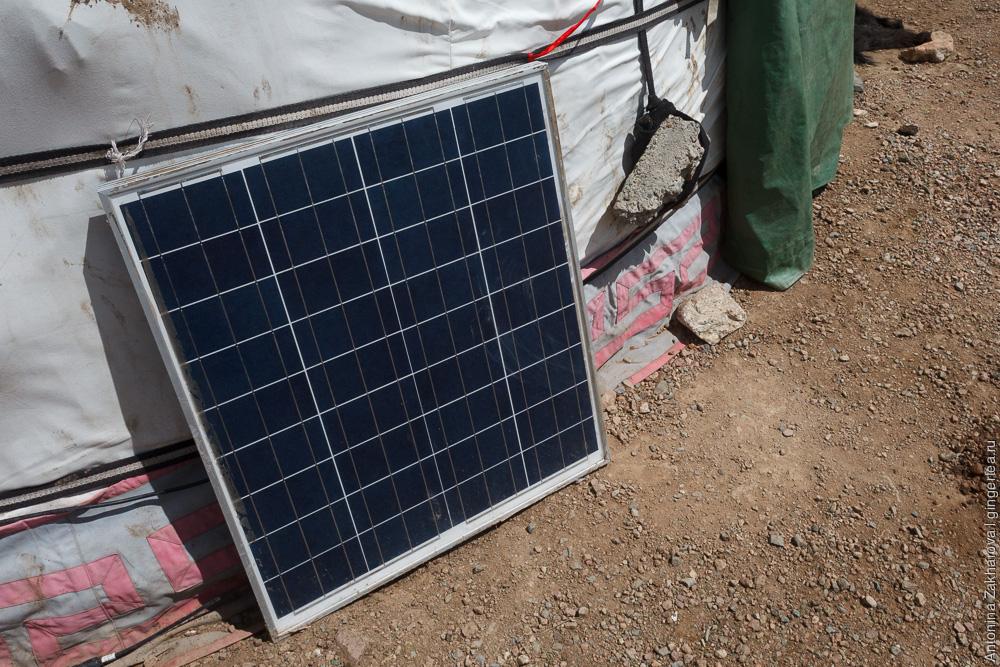 солнечная батарея у монгольской юрты